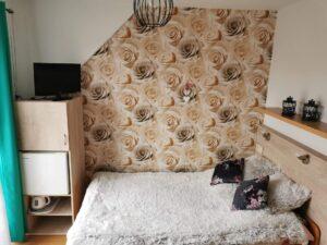 Pokój dwuosobowy z małżeńskim łóżkiem